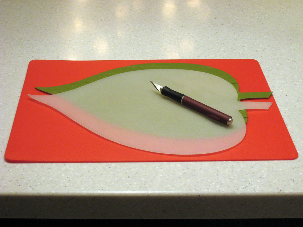 Leaf-shaped Place Mats for round Dining Table