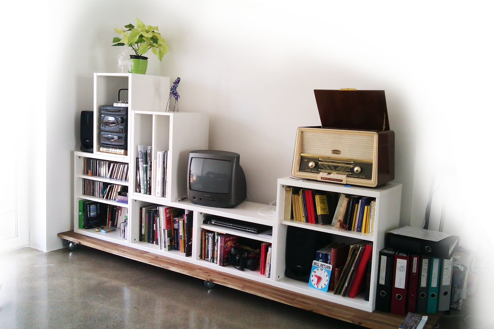 Stacking Besta for media storage  IKEA Hackers  IKEA Hackers -> Panneau Mural Tv Ikea