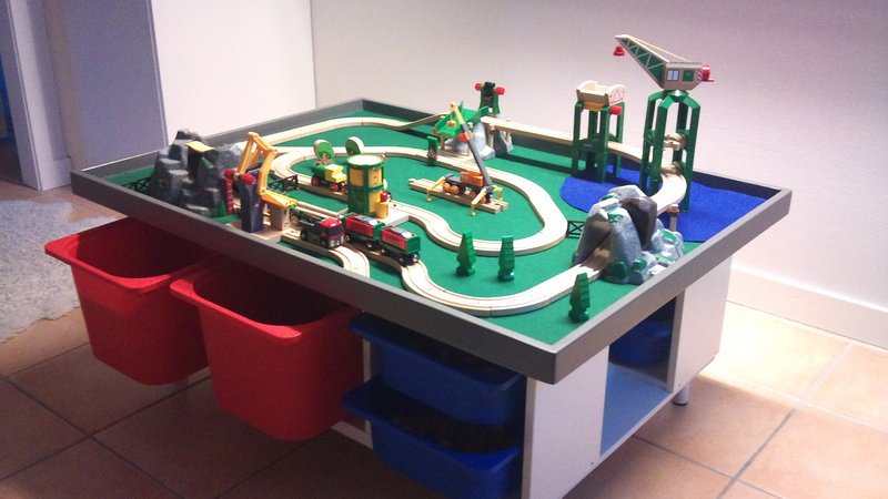 Incredible DIY Kids Play Table 800 x 450 · 88 kB · jpeg