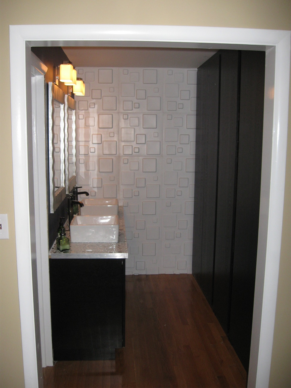 Fresh Bathroom remodelled with Pax and Akurum