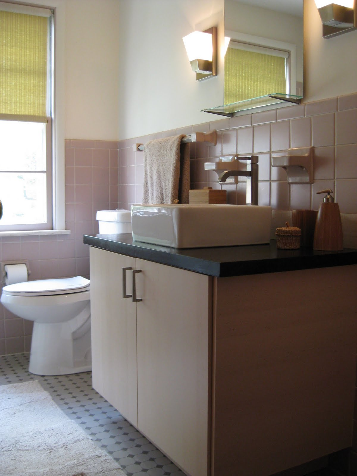 Simple  us Bathroom revamp with Akurum