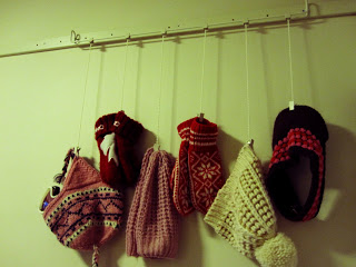 Hanging hat rack