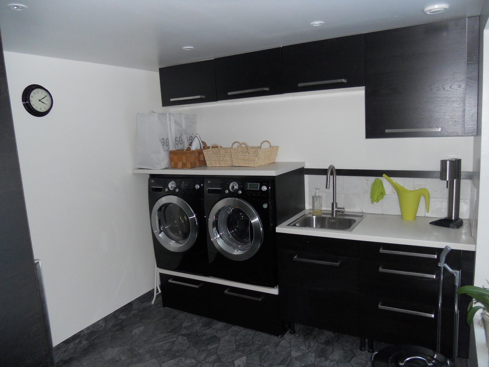 Laundry room cabinets black - Exclusive Laundry