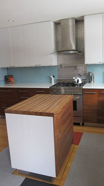Retractable kitchen island controlled by iPhone