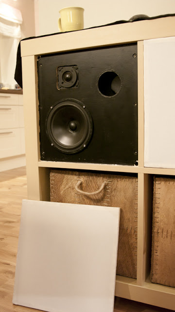 Expedit into active stereo speakers