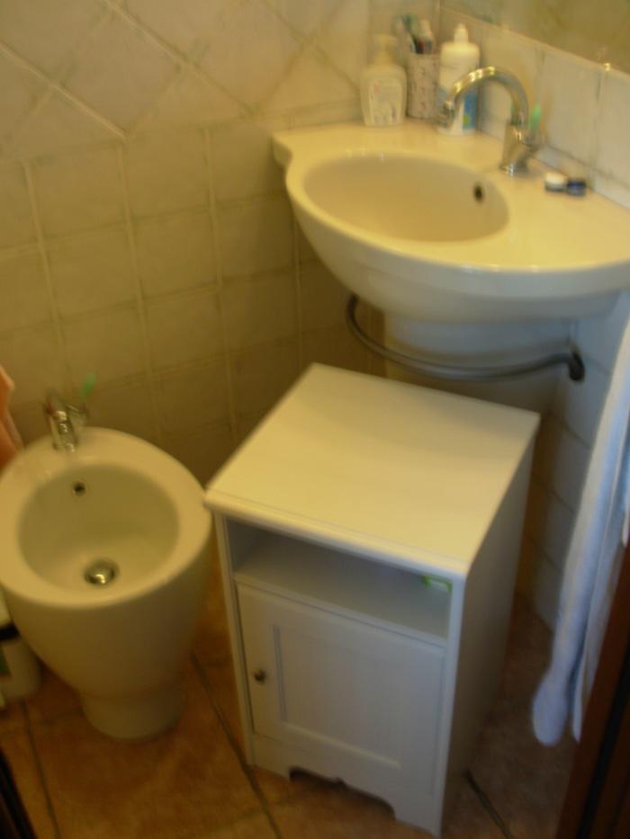 Luxury Aspelund bedside table into sink cabinet