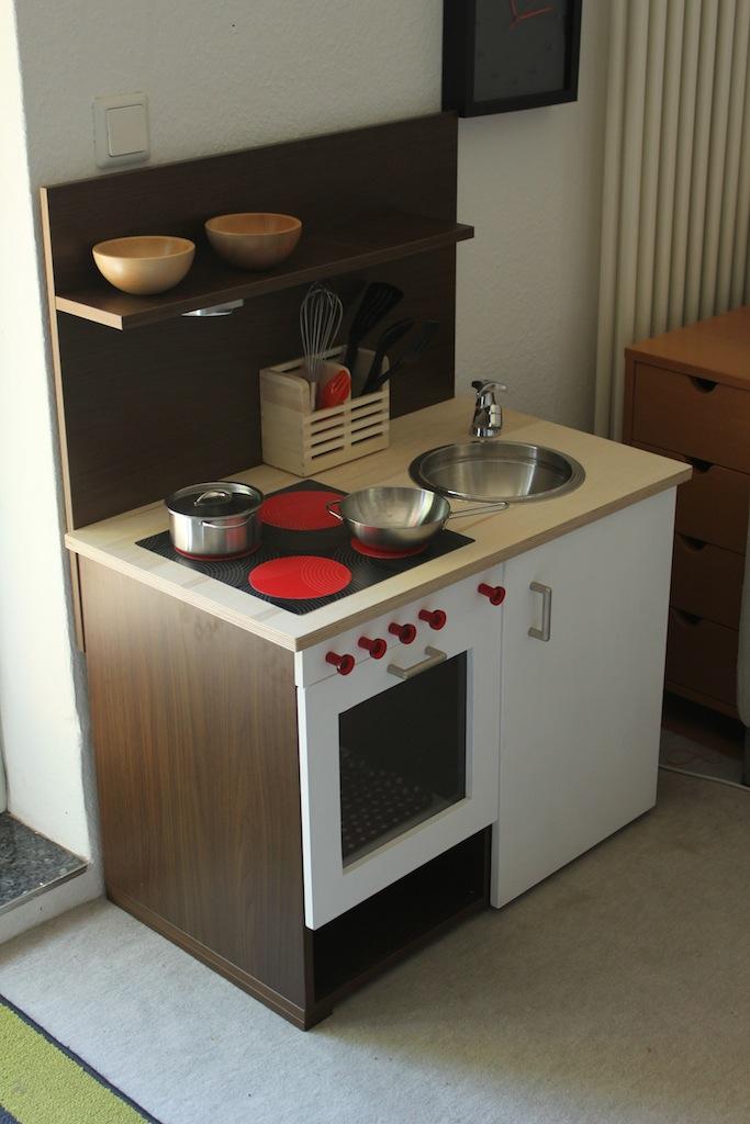 Non-Rast Playkitchen from kitchen doors - IKEA Hackers