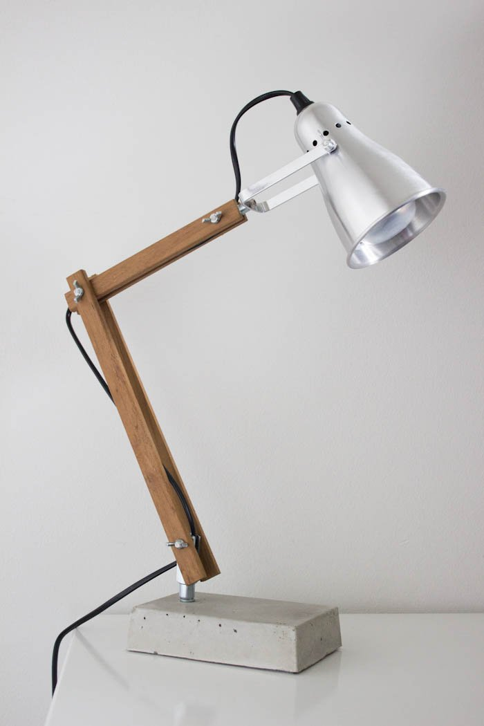 Industrial style desk lamp with ikea fas ikea hackers - Lampe de table bois ...