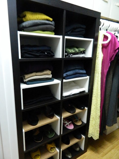 Eckbank Kunstleder Schwarz Ikea ~ Expedit in the Closet, with half shelf inserts  IKEA Hackers  IKEA