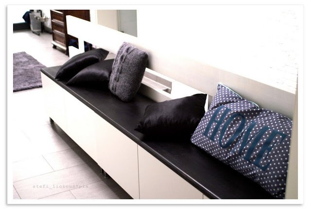Bench for shoes with besta