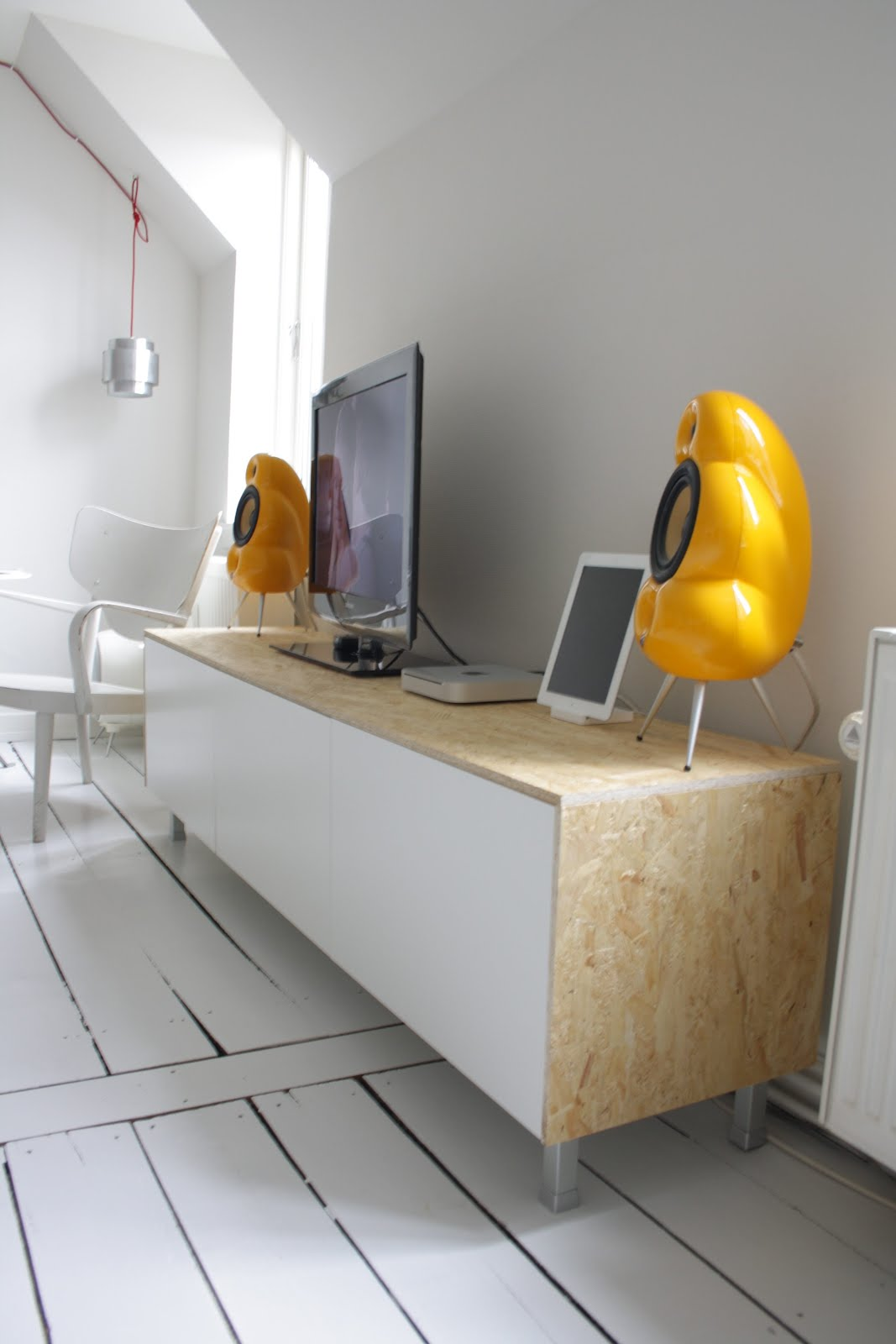 Meuble Tv Bureau Ikea : Clean, Sleek Media Console From Besta – Ikea Hackers – Ikea Hackers
