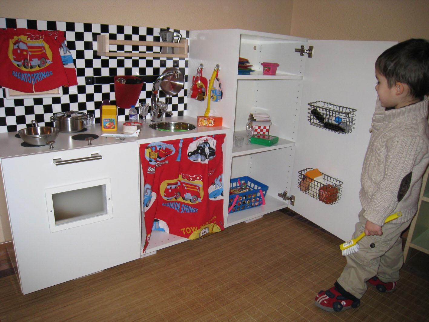 """McQueen"""" play kitchen - IKEA Hackers"""