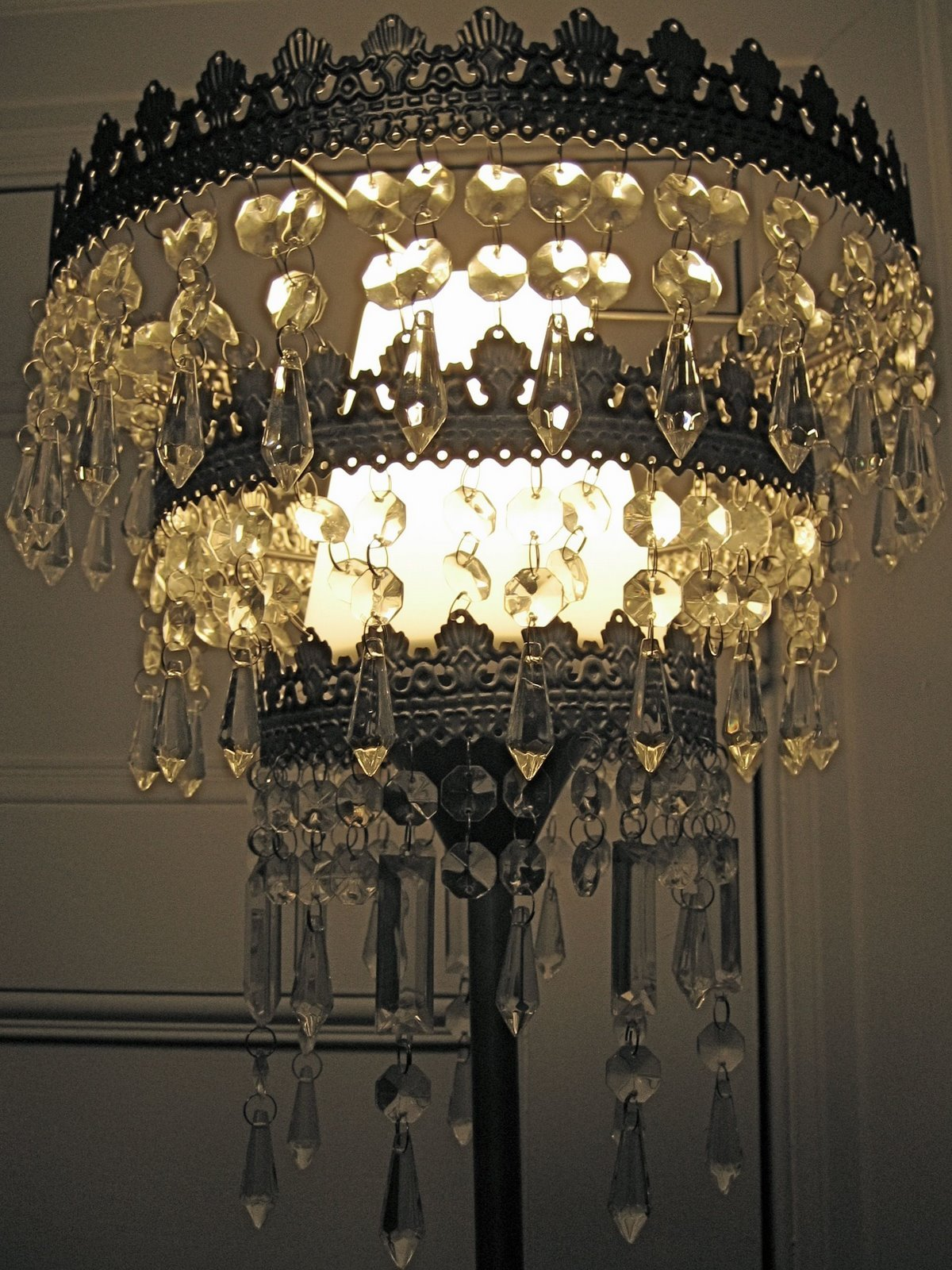 Get one of these easy-on-the-pocket chandeliers - Be Bright! Get One Of These Easy-on-the-pocket Chandeliers - IKEA