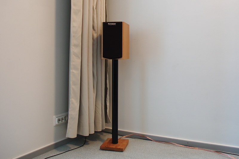 Vika Curry Speaker Stand