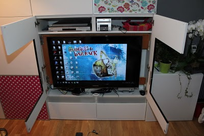 Waooouu how did you find a tv that fits perfectly with besta ikea hackers - Ikea meuble toilette ...